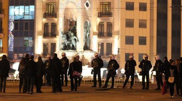 Polis Taksim Meydani Kapatti