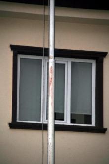 Polis Türk Bayrağını İndirmeye Çalışan Kişiyi Bacağından Vurdu!