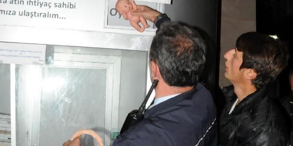 Polisi Alarma Geçiren Çantadan Oyuncak Çikti