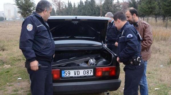 Polisi Görünce Birakip Kaçtiklari Otomobil Çalinti Çikti