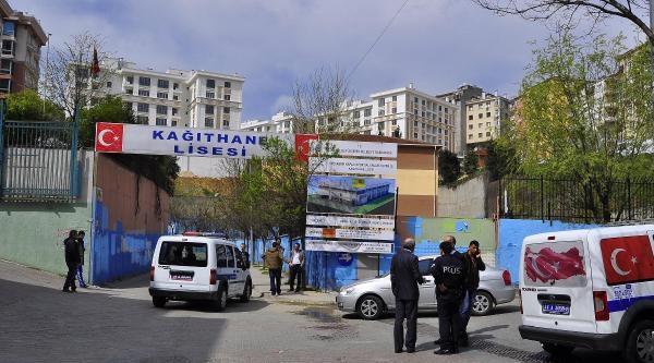 Polisi Kendi Silahıyla Darp Ettiler