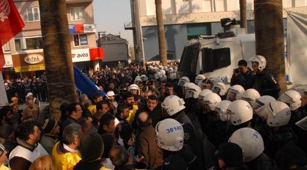 Polisle Eylemciler Arasinda Gerginlik