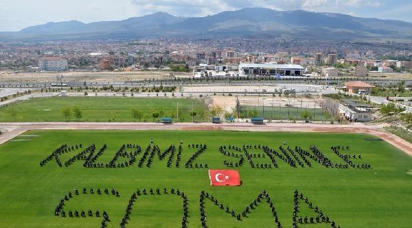 Polisler 'soma' Yazdı