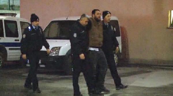 Polisten Kaçan Cinayet Şüphelisi Ve 2 Arkadaşi Kaza Yapinca Yakalandi