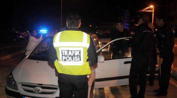 Polisten Kaçan Sürücünün Yanındaki Kadın: Yakaladınız Da Ne Geçti Elinize