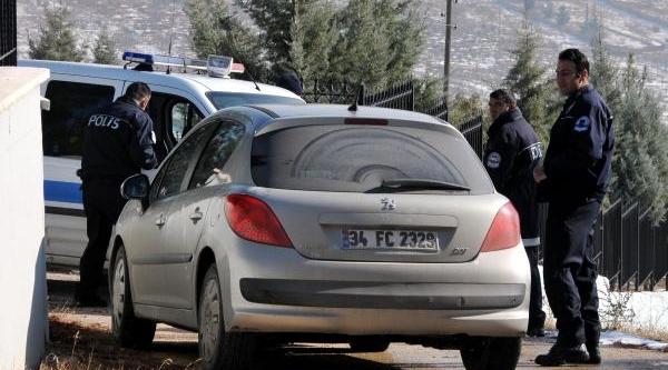 Polisten Kaçarken 14 Kilo Esrari Çevreye Saçtilar