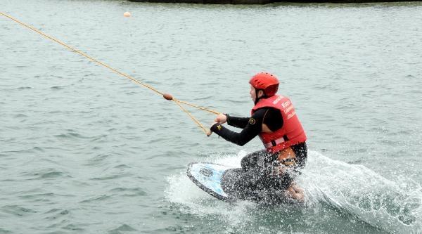 Polonyalı Öğretmenin Su Kayağı Keyfi