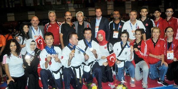 Poomse Dünya Şampiyonasi'nda Türkiye'ye 1 Altin