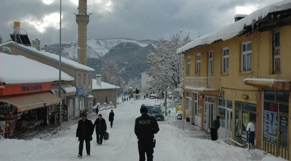Posof'ta Kar Kalinliği 30 Santime Ulaşti