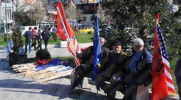 Priştine'deki Protestoya 10 Kişi Katıldı