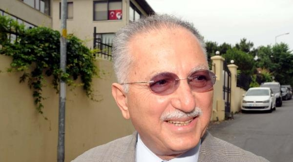 Prof. Dr. Ekmeleddin İhsanoğlu Konutundan Çikti, Açıklama Yaptı (2) )