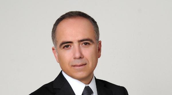 Prof. Dr. Özcan: Kontakt Lensle Havuza Girmeyin