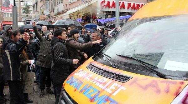 Protestocular, Ak Parti Seçim Aracına 'berkin' Yazdı
