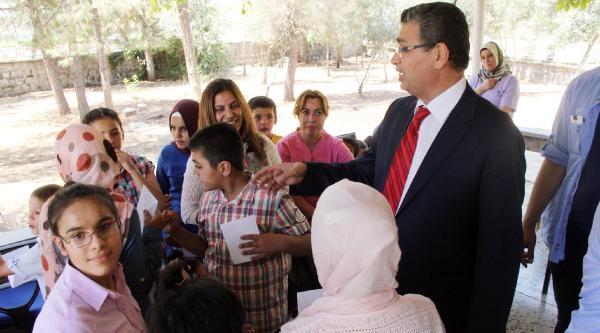 Protokol Kimsesiz Çocuklara Harçlık Dağıttı