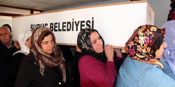 Pyd'li Kadinin Cenazesi Suriye'Ye Götürüldü