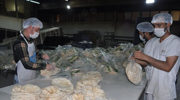 Ramazanda Suriye'ye 5 Milyon Ekmek Gönderdiler