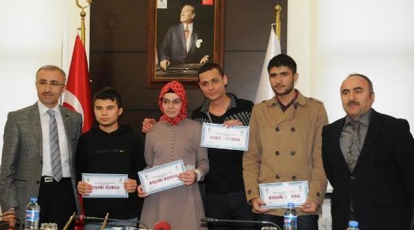 Recep Tayyip Erdoğan Üniversitesi'nden Başarili Öğrencilere Burs