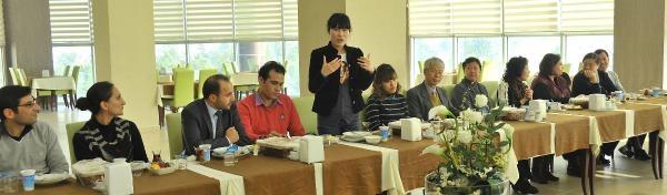 Rektörden, Yabanci Uyruklu Akademisyenlere Yilbaşi Yemeği