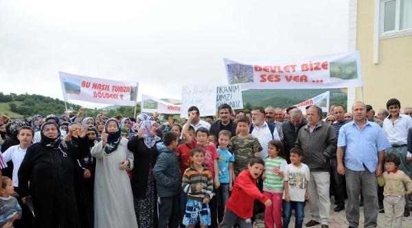 Reşadiye'de Köylüler Taş Ocağını Protesto Etti