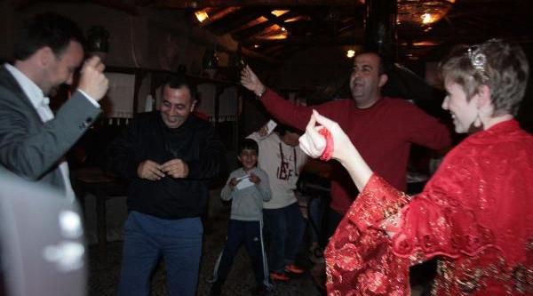 Resmi Olmasa Da 63'üncü Evliliklerini Türkiye'de Yaptilar