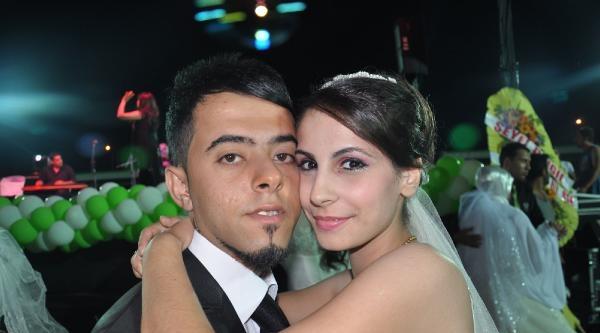 Reyhanlı'da Dar Gelirli 90 Çifte Toplu Nikah