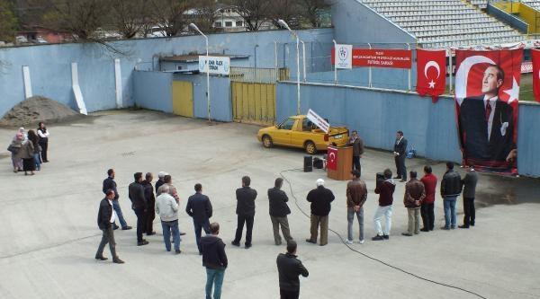 Rize'de 25 Kişiye Miting Düzenleyen Bağımsız Aday: Nerede Bu Millet?