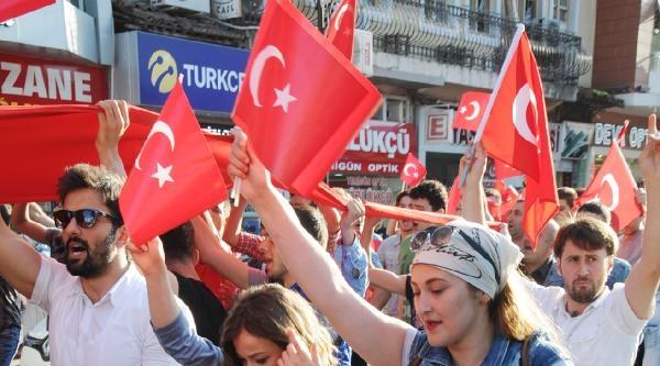 Rize'de Bayrak Yürüyüşü