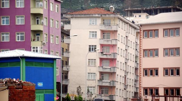 Rize'De Her Geçen Gün Eğimi Artan Binalar Korkutuyor