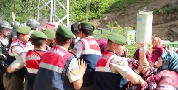 Rize'de Hes Protestosunda Jandarmanın Müdahalesine Tepki
