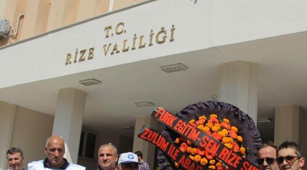 Rize'de Öğretmenlerden Siyah Çelenkli Eylem