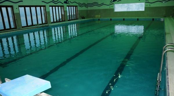 Rize'deki Kapali Yüzme Havuzu Su Tutmaya Başladi