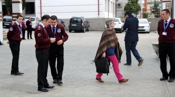 Rteü'Deki Tek Avrupali Öğretim Görevlisi Üniversiteye Alinmadi