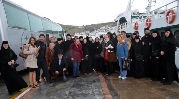 Rumen Genç Rahip Ve Rahibeler Selçuk'ta
