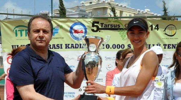 Rus Bayan Tenisçi Ödülünü Kanserli Arkadaşına Verdi