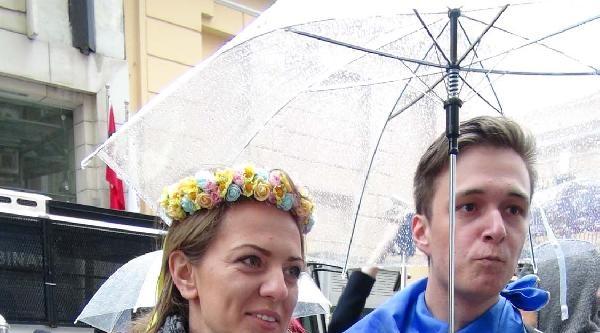 Rusya Başkonsolosluğu Önünde Kırım Tatarları'ndan Protesto