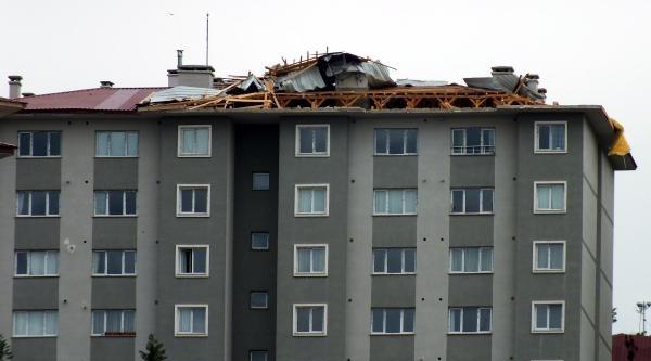 Rüzgar, Yozgat'ta Çatilari Uçurdu