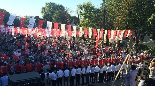 Saadet Partisi, Gazze İçin Ayasofya Önünde Gösteri Yaptı