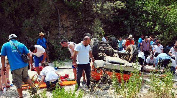 Safari Cip Uçuruma Yuvarlandı: 3'ü Türk, 11 Yaralı
