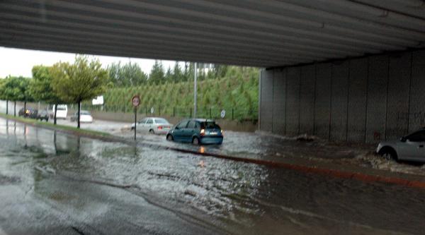 Sağanak Yağış Kayseri'de Hayatı Olumsuz Etkiledi