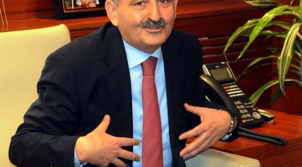 Sağlik Bakani Müezzinoğlu; Bayraktar Kendisine Yakişani Yapmiş