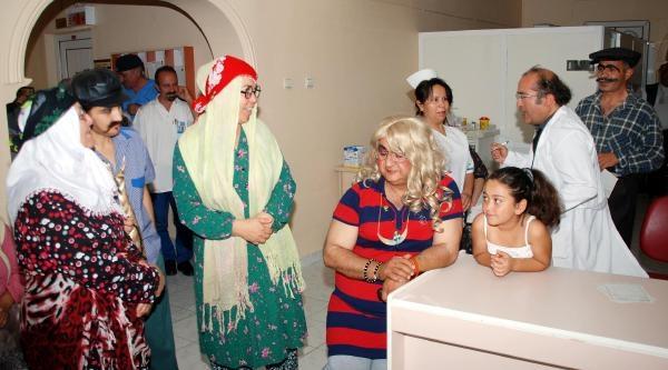 Sağlık Görevlilerinden Hastalara Tiyatro Gösterisi