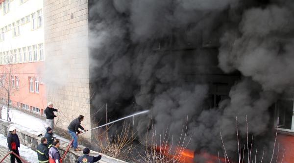 Sağlık Müdürlüğü'ne Ait Boş Binada Yangın Çikti