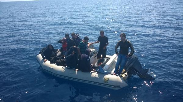 Sahil Güvenlik Ege'de 145 Kaçak Yakaladı