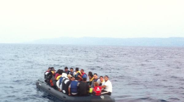 Sahil Güvenlik Ekibi, Kaçakları Ölümden Kurtardı