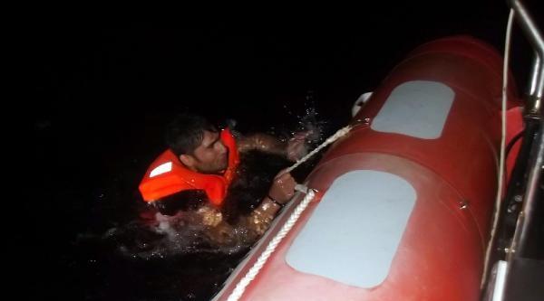Sahil Güvenlik Ekipleri 4 Kaçağı Boğulmaktan Kurtardı