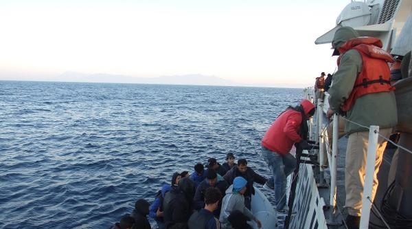 Sahil Güvenlik Kaçakları Ölümden Kurtardı
