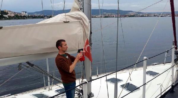 Sahil Güvenlik'ten Bayrak Hideyesi