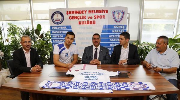 Şahinbey Belediyespor Sabit'le İmzaladi