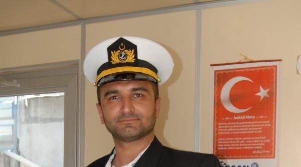 Sahte Deniz Yüzbaşı, Taksiciyi Dolandırdı