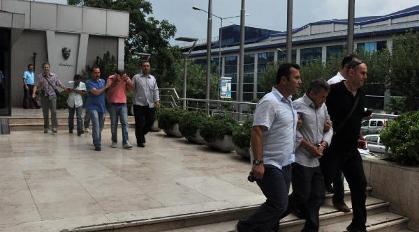 Sahte Kimlikle Kredi Çeken Dolandırıcılar Banka Memurunun Dikkati Sayesinde Yakalandı